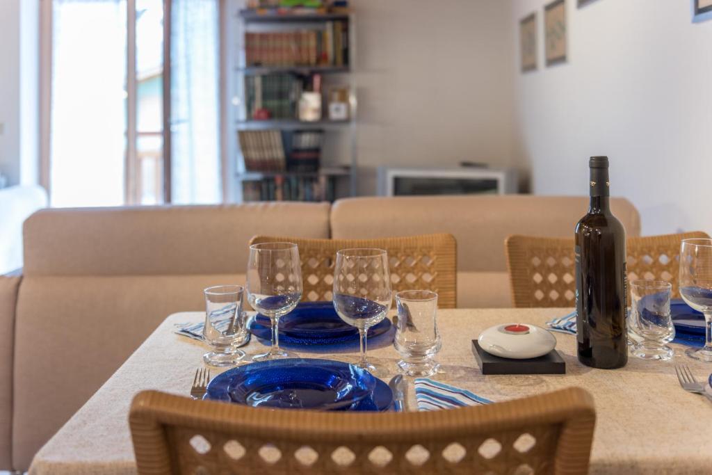 Ein Restaurant oder anderes Speiselokal in der Unterkunft Mansarda di Alex e Nataly