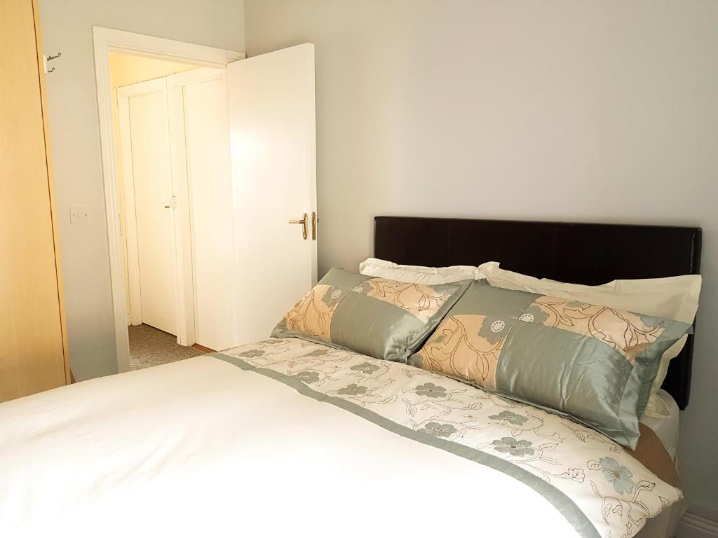 Rahilly St Townhouse Apartments, Cobh, Ireland - Booking.com