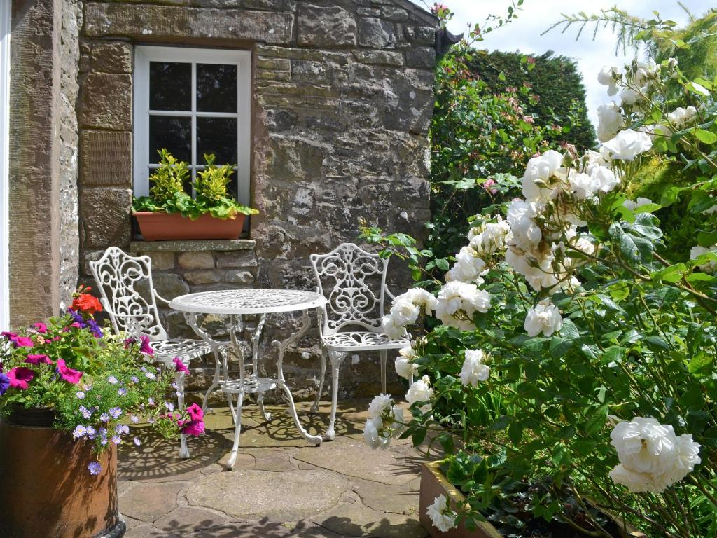 A porch or other outdoor area at Rose Cottage