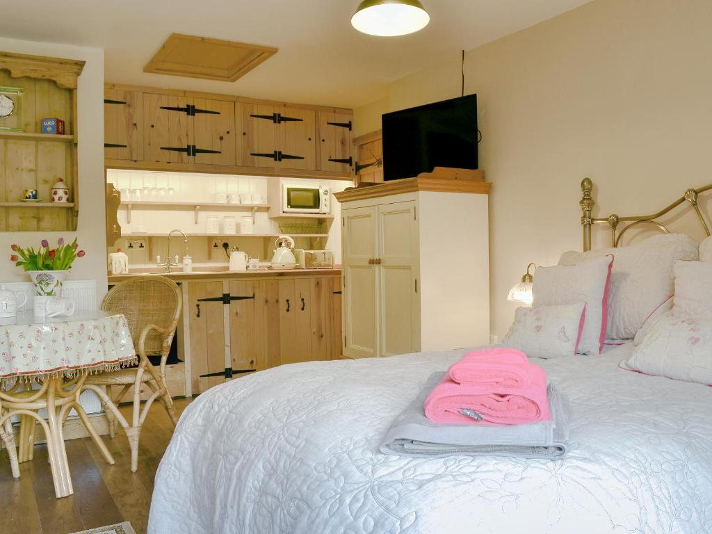 A bed or beds in a room at Quaver's Rest