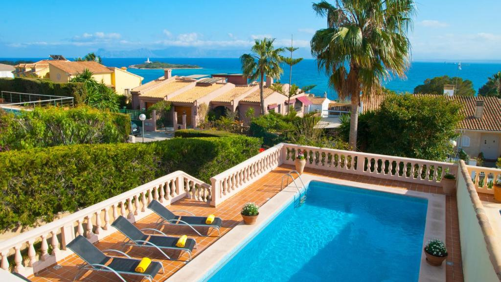 A view of the pool at Villa Alcanada Golf / Prats or nearby