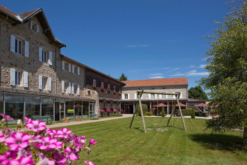 Hotel Logis Le Fort Du Pré, Saint-Bonnet-le-Froid, France - Booking.com