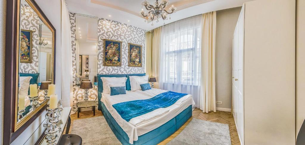 A bed or beds in a room at VIP Residence Danubius