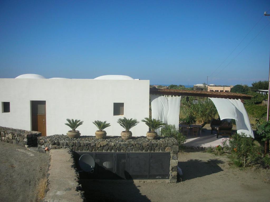 Case Di Pietra Pantelleria : Casa vacanze il dammuso dei carrubi italia pantelleria booking