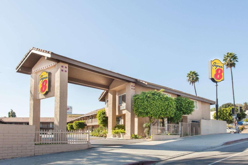 スーパー 8 ロサンゼルス(Super 8 by Wyndham Los Angeles/Alhambra)