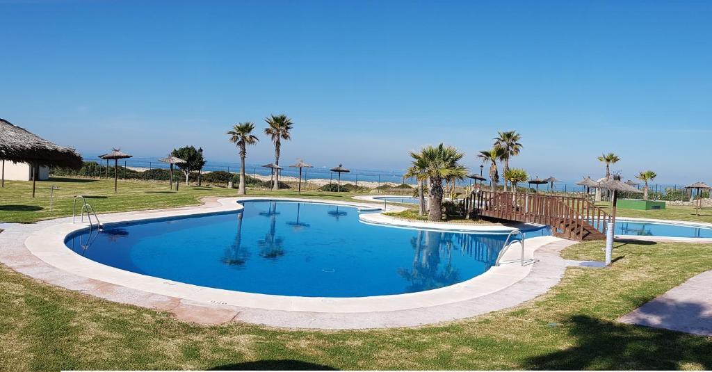 Casa en primera linea de playa zahara de los atunes for Casas con piscina zahara delos atunes