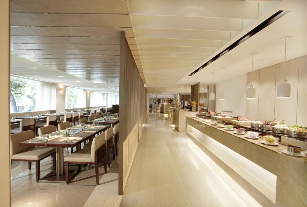1424e9cd5a40b0 Restauracja lub miejsce do jedzenia w obiekcie Hotel Royal-Nikko Taipei