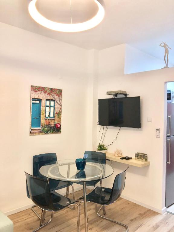 A Television And Or Entertainment Center At 2 Bedrooms Apartment Marcheliz In Bat