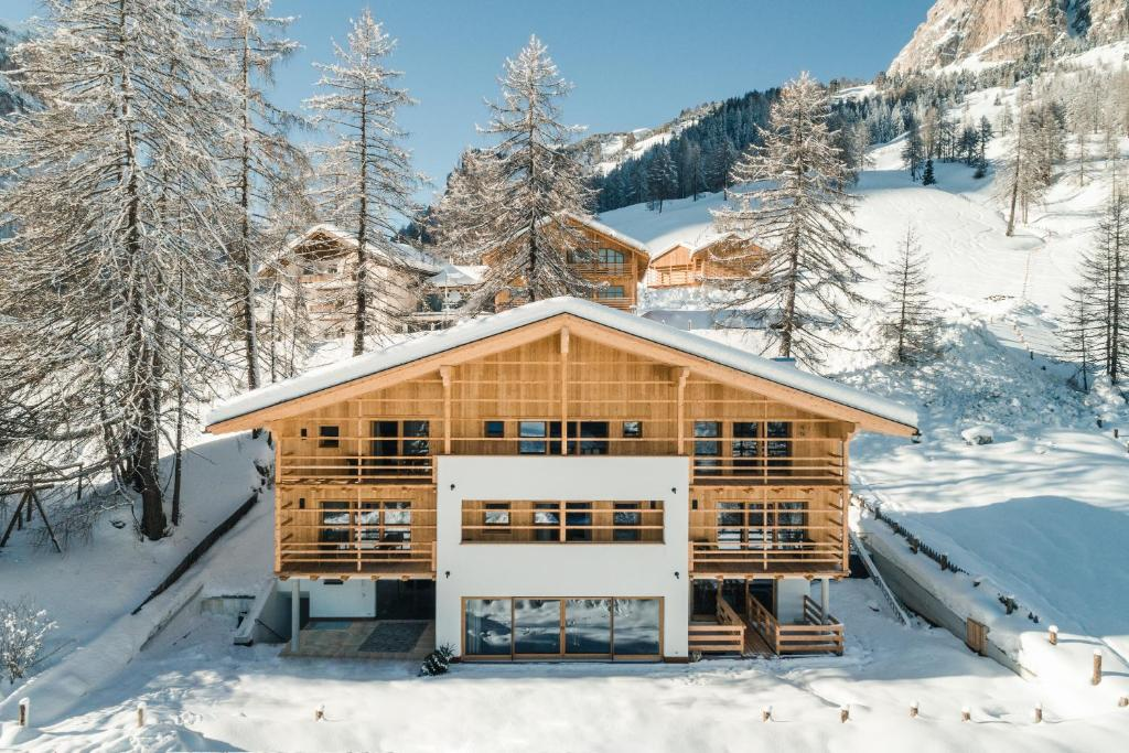 Chalet Roenn during the winter