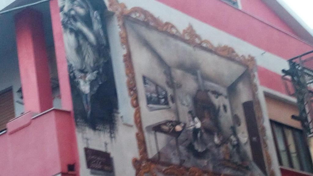 Casa rossa con murales sardegna km dal mare siniscola u prezzi
