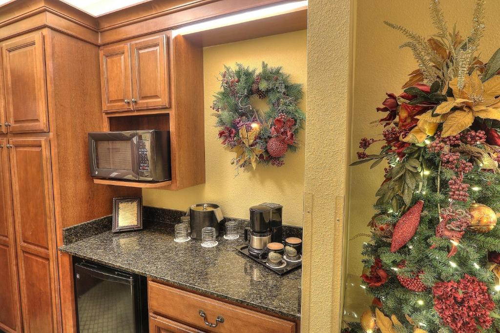 gallery image of this property - The Christmas Inn