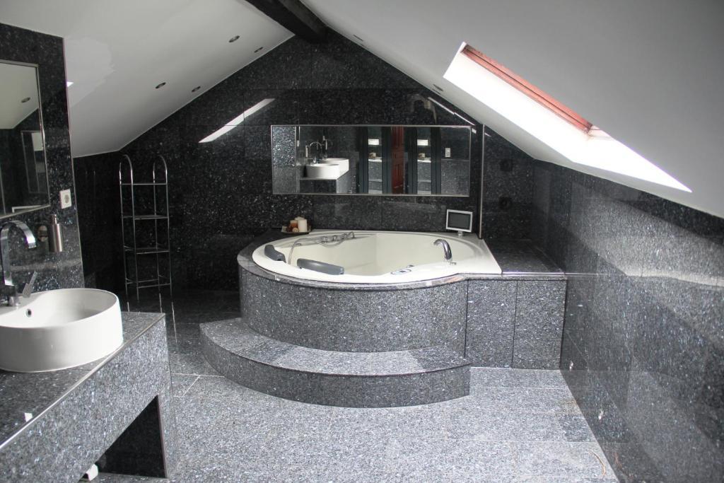 Attrayant Ein Badezimmer In Der Unterkunft Villa EMG Wuppertal