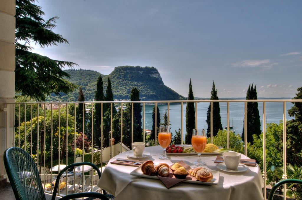 Hotel Excelsior Le Terrazze (Italien Garda) - Booking.com