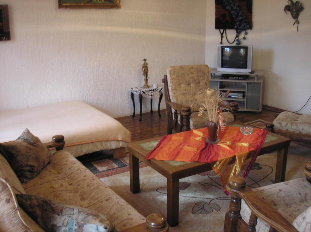 A seating area at Guesthouse Zeko