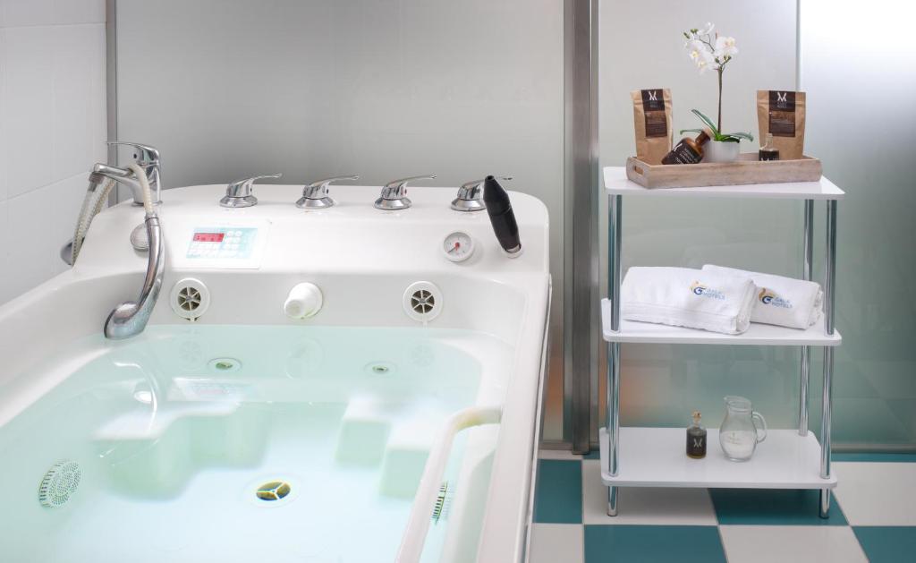 Ordinaire Ein Badezimmer In Der Unterkunft Hotel Excelsior