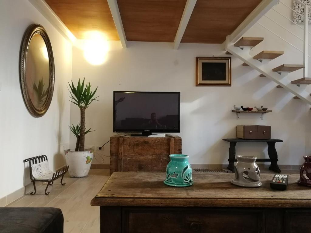 Tavoli Di Marmo Viale Trastevere : Trastevere garden house roma u2013 prezzi aggiornati per il 2019