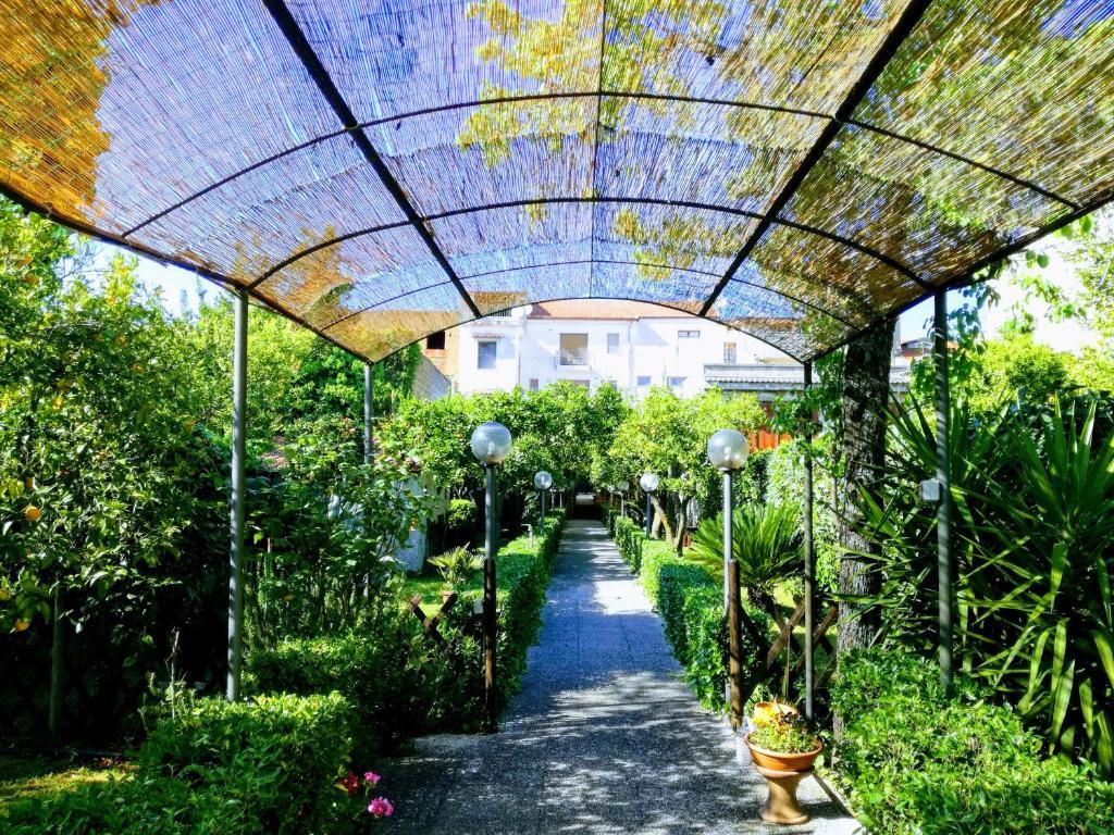 Residenza caserta sud appartamento con giardino caserta - Giardino interno appartamento ...