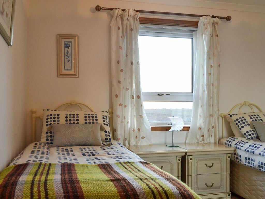 A bed or beds in a room at Ocean View Cottage