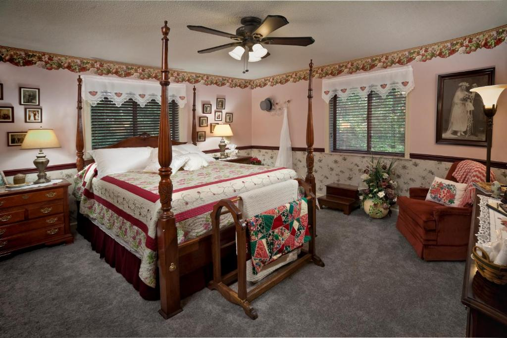 Acorn Bed And Breakfast At Mills River Usa Deals