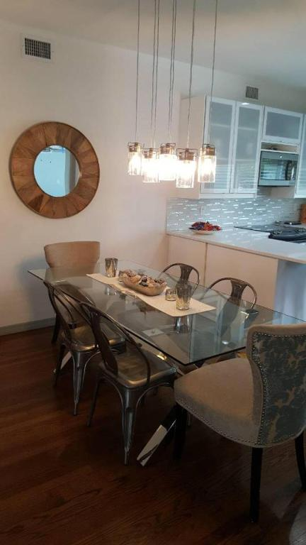 Orlando Mid Century Modern Dining Area In The Holiday Home