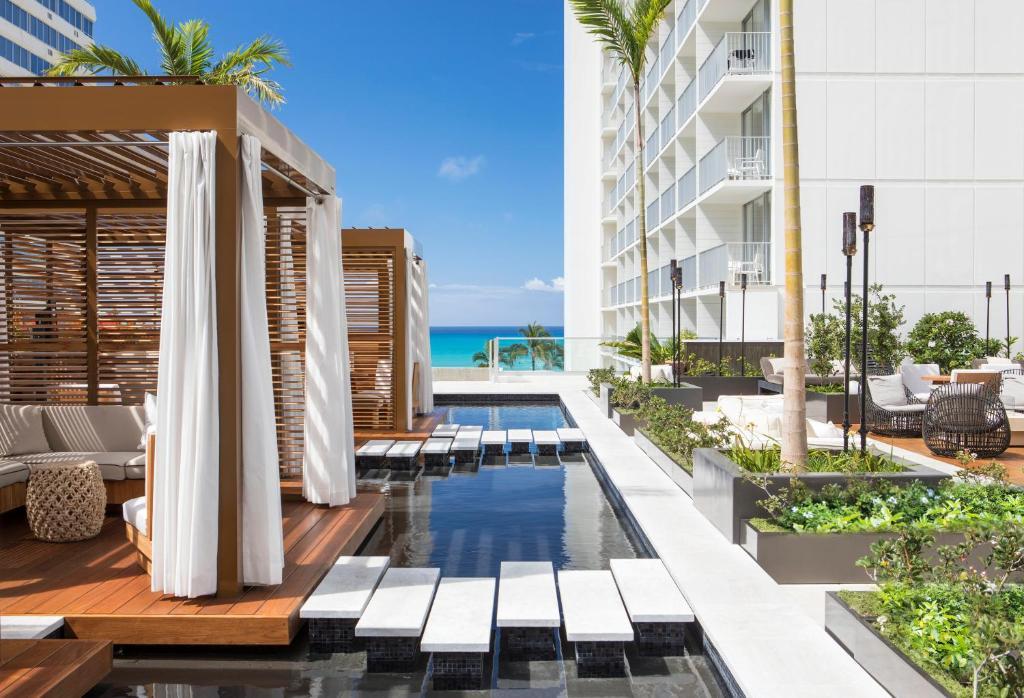 アロヒラニ リゾート ワイキキ ビーチ('Alohilani Resort Waikiki Beach)
