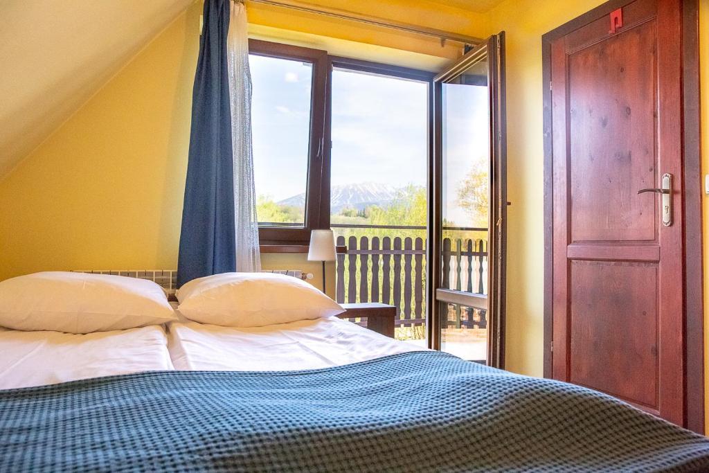 A bed or beds in a room at Pokoje gościnne u Kamińskich