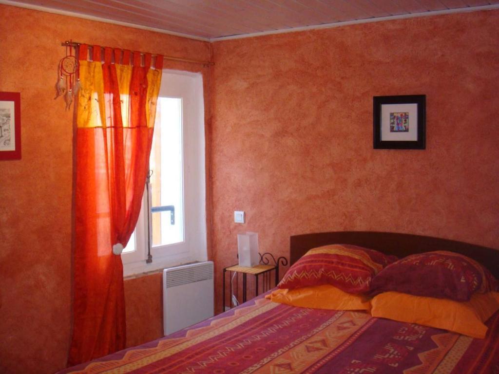 Un ou plusieurs lits dans un hébergement de l'établissement Une Petite Maison
