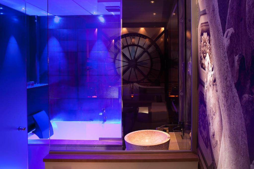 hotel design secret de paris france bookingcom - Violet Hotel Design