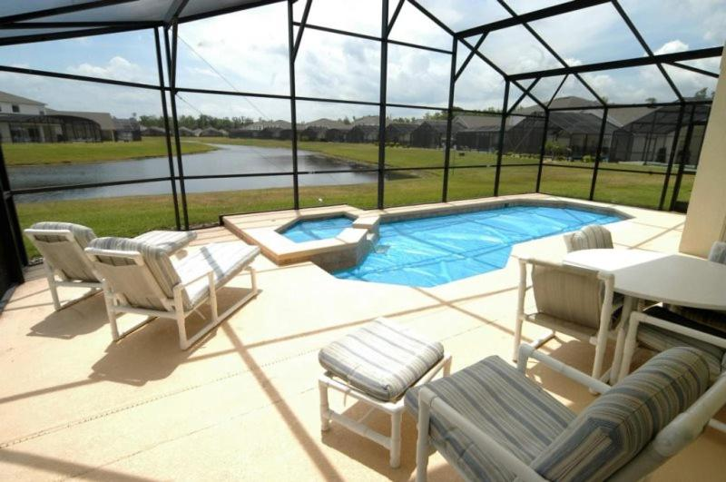 A piscina em ou perto de Cumbrian Lakes 4 Bedroom Pool Home with Pool and Lake View