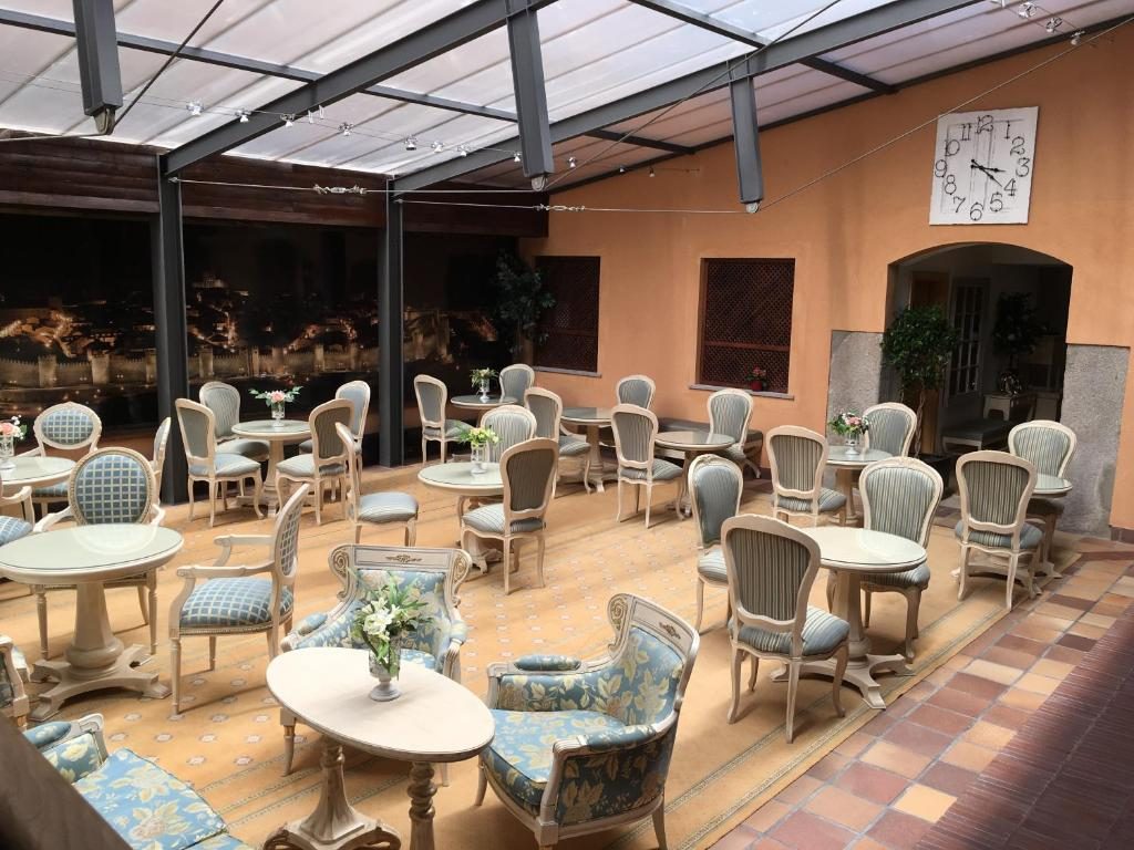 Antika Snoga餐廳或用餐的地方