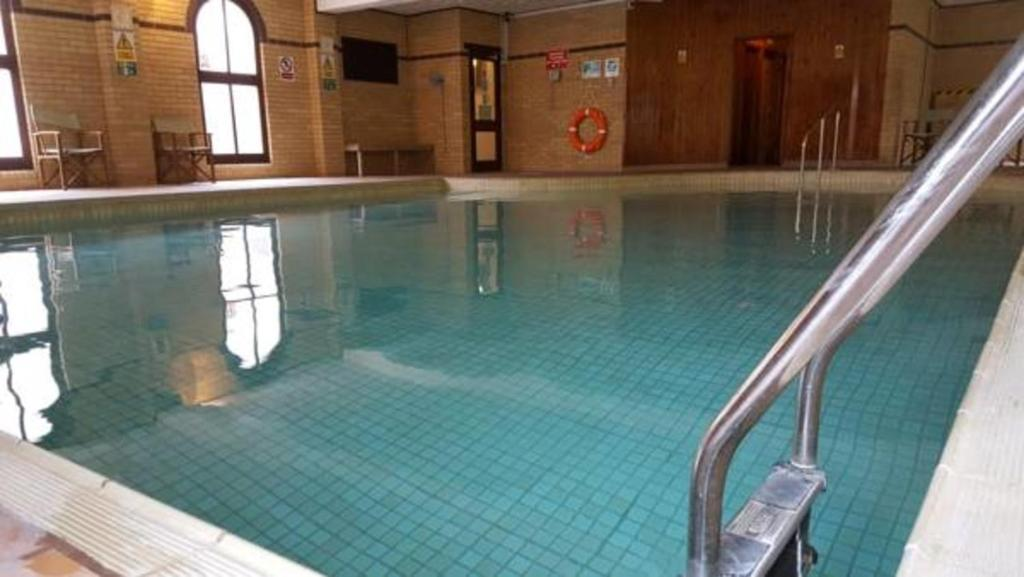 The swimming pool at or near Melbourne-Ardenlea Hotel