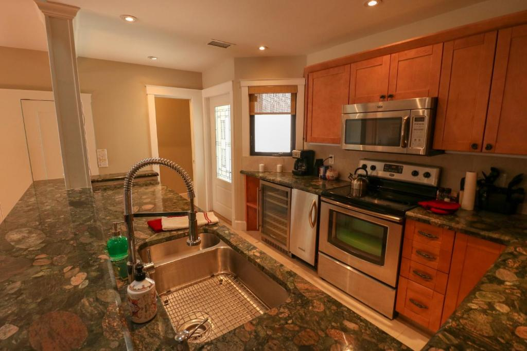 Vacation Home Poinciana w/Hot Tub-Walk to the beach, Fort Lauderdale ...