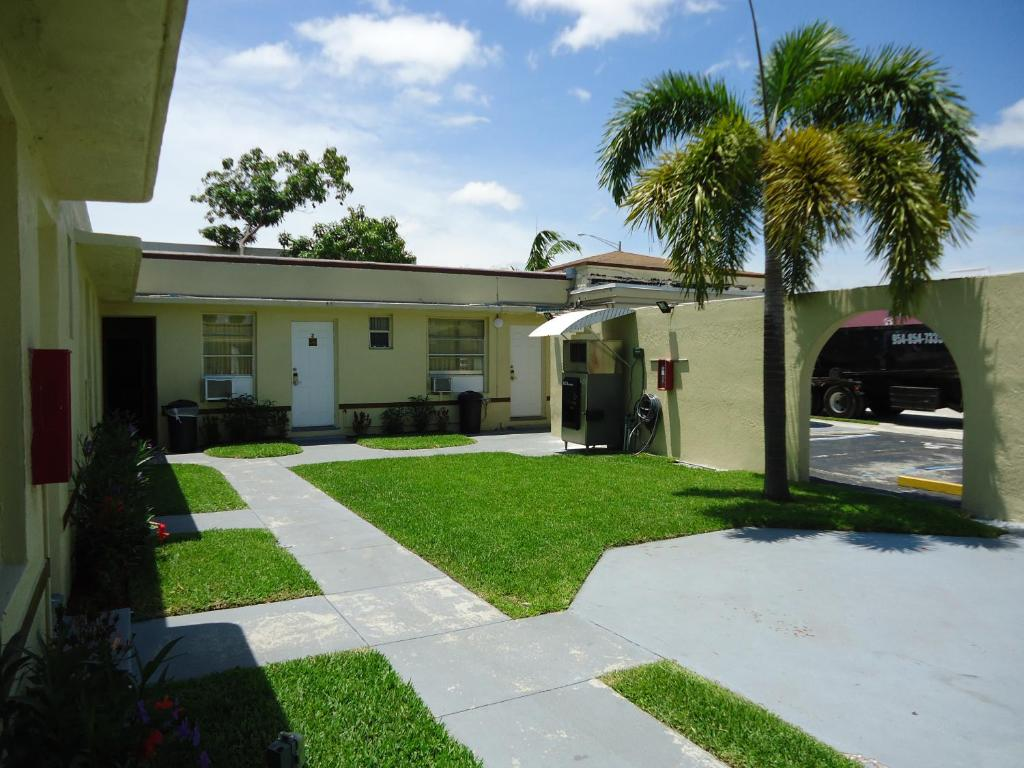 Crown Inn, Fort Lauderdale, FL - Booking.com