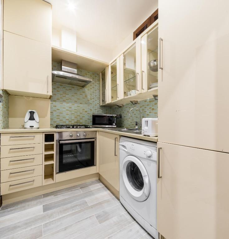 Two Bedroom Apartments London: Chique Family 2 Bedroom Apartment Next To Hyde Park