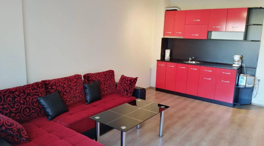 A kitchen or kitchenette at Modern 1 bedroom apartment in Amadeus 5