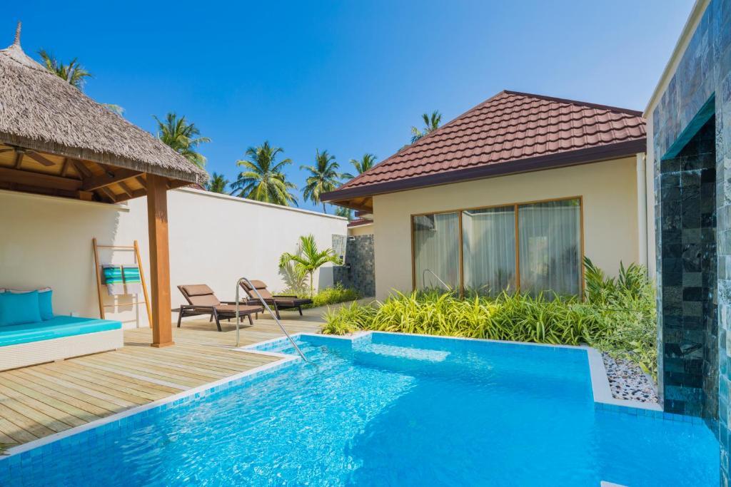 Вилла делюкс с бассейном в Kurumba Maldives 5*