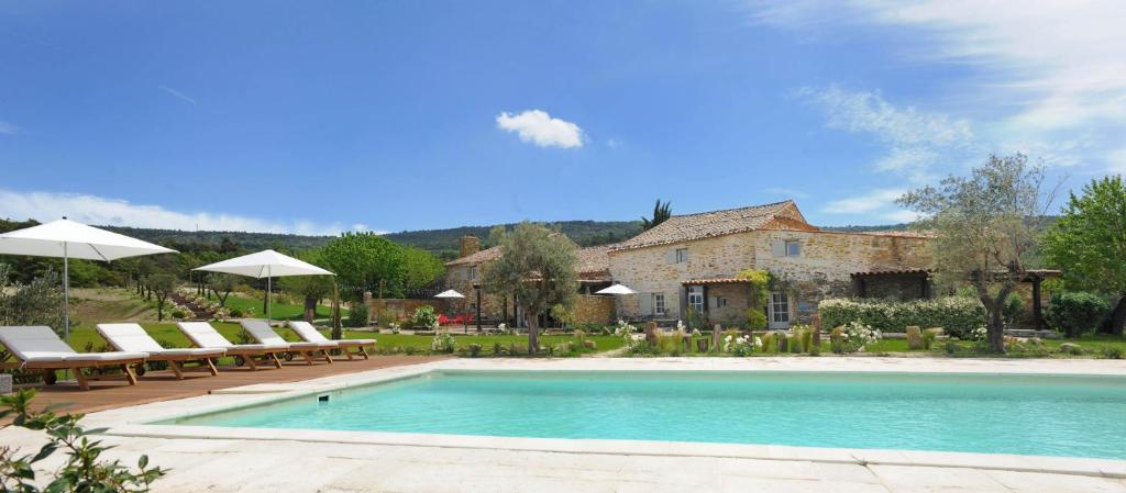 The swimming pool at or near Le Clos du Tuilier