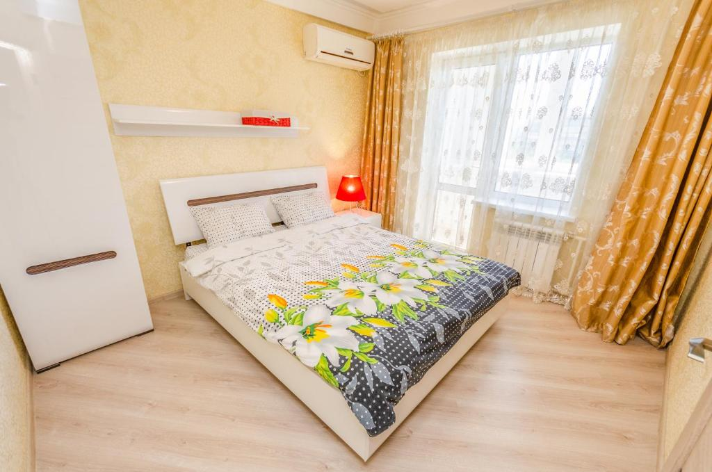 Postel nebo postele na pokoji v ubytování Apartment on 16А Obolonskyi Avenue