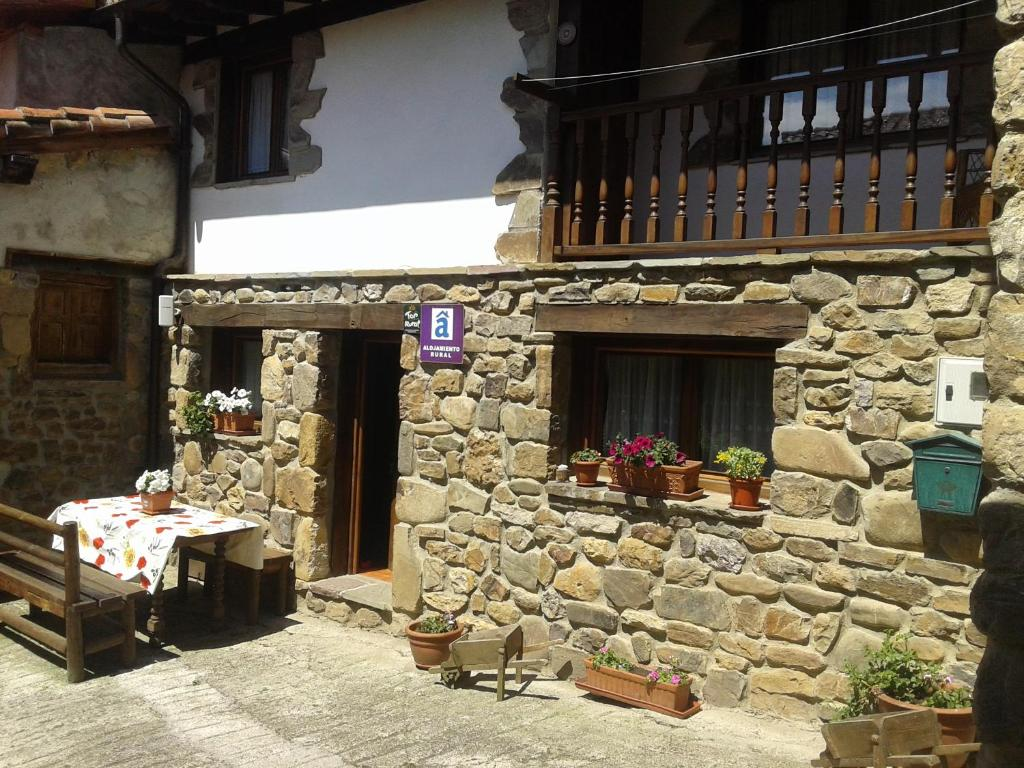 LA CASUCA Y LA CABAÑA, Ojedo, Spain - Booking.com