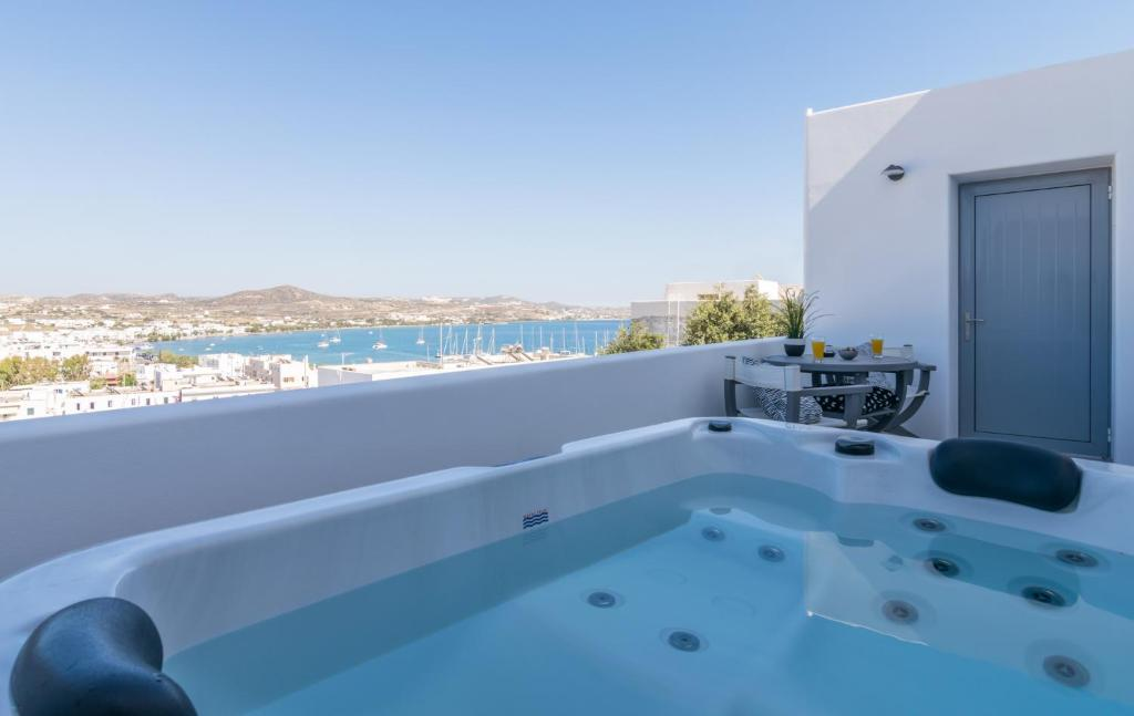 Apartment Uncle\'s Luxury Adamas Jacuzzi, Greece - Booking.com