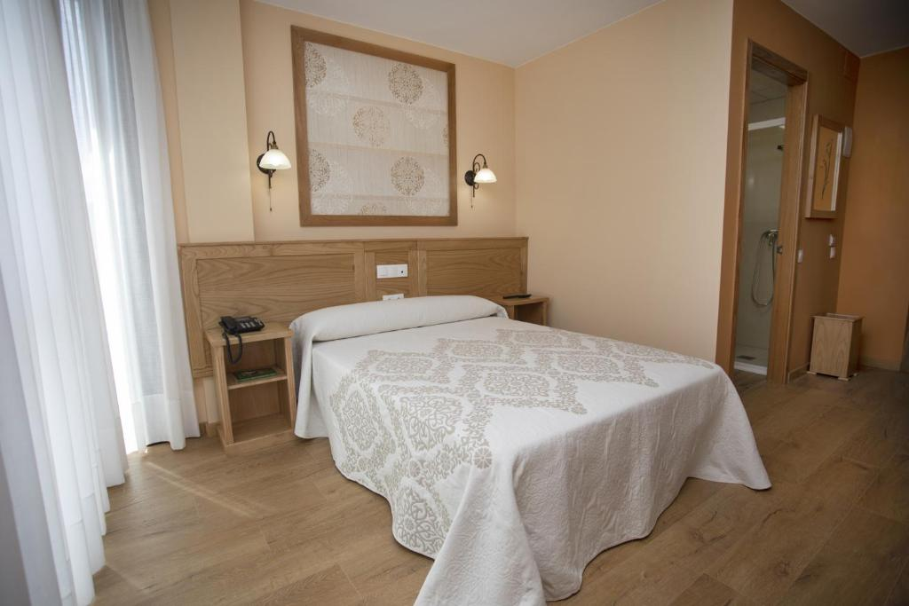 A bed or beds in a room at Hotel Novoa