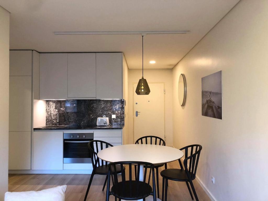 charmantes appartement design singapur, kk apartment, porto, portugal - booking, Design ideen