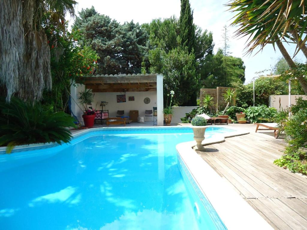 The swimming pool at or close to La Maison Blanche