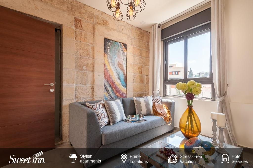 A seating area at Sweet Inn Apartment - King David 10