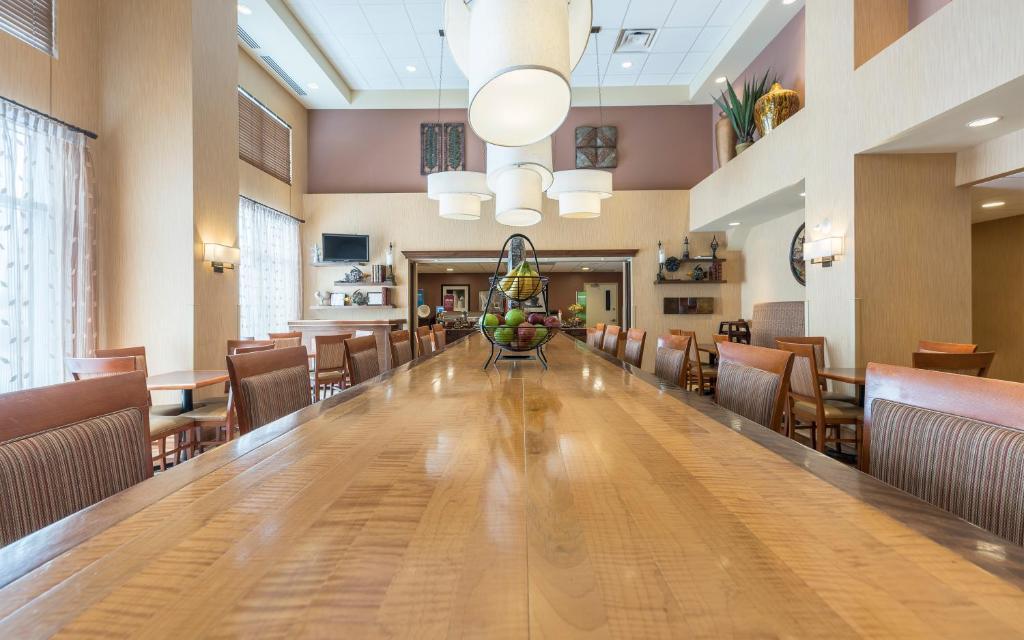 Hampton Inn Moncton (Kanada Moncton) - Booking.com