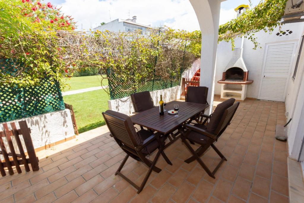 Casinhoto - Casa dos Arcos by Real Life Concierge, Alvor ...