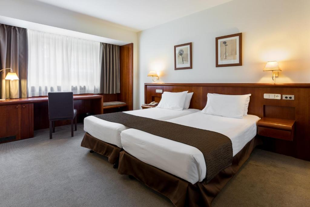 A bed or beds in a room at Rafaelhoteles Ventas