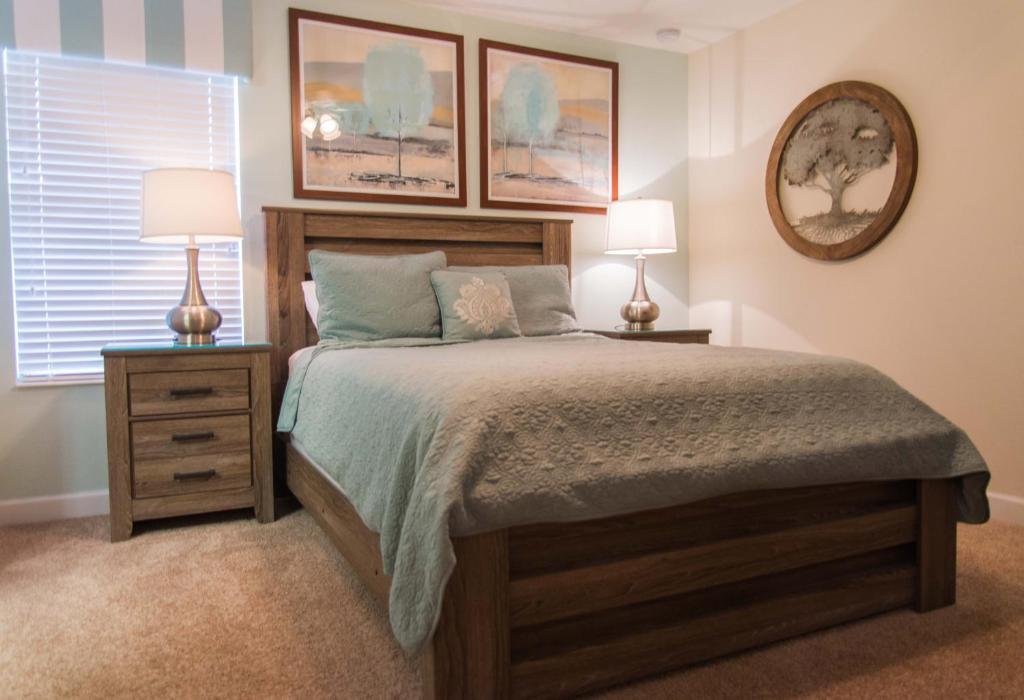 Un ou plusieurs lits dans un hébergement de l'établissement Kissimmee by 7th Heaven Vacation