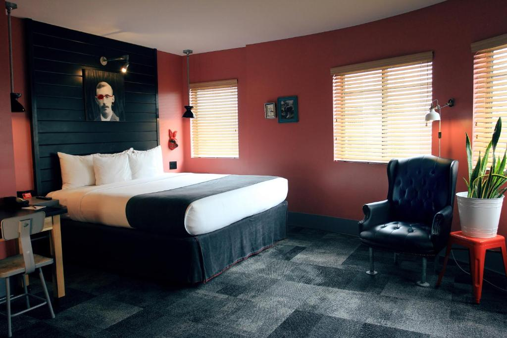 Hotel Gaythering - Gay Hotel - All Adults Welcome