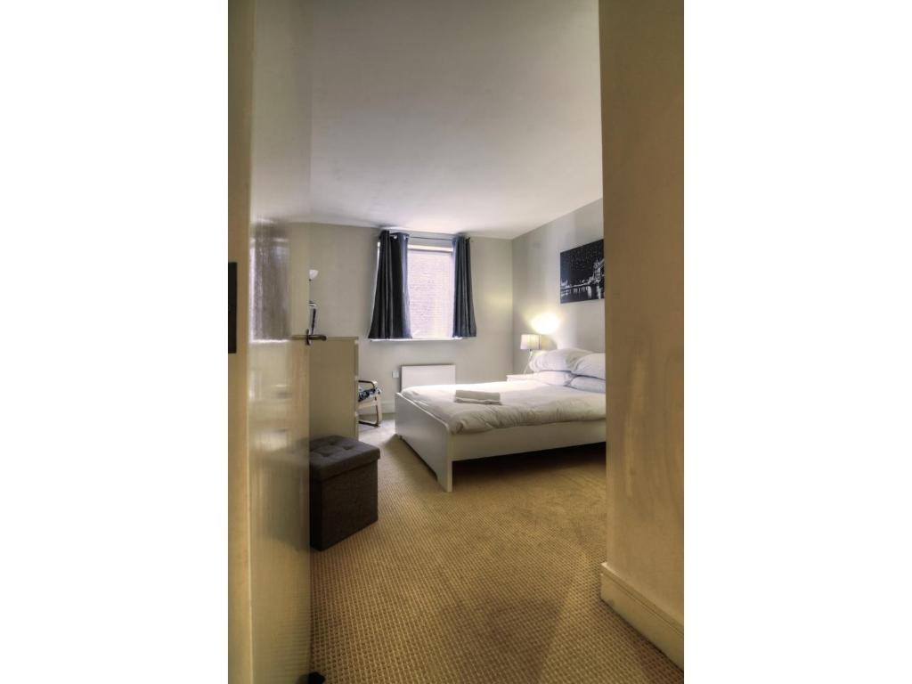 Modern Spacious 1br Central Manchester Flat For 4 Steel Bed Double Gallery Image Of This Property